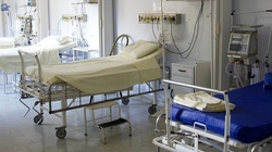 Szok! Pielęgniarz zgwałcił w szpitalu kobietę zakażoną koronawirusem. Zmarła tego samego dnia - miniaturka