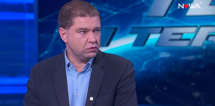 OBRZYDLIWE!!! Lewacki publicysta drwi z premiera Olszewskiego! - zdjęcie