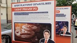 Rozliczenie Trzaskowskiego. Tablice przed siedzibą PO - miniaturka