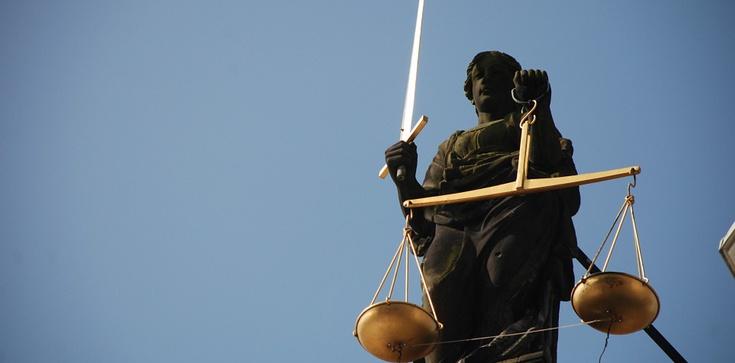 Sąd skazał tylko jednego z czterech oskarżonych, którzy zabili człowieka, a potem go jedli - zdjęcie