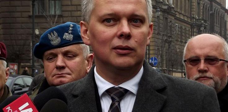 Siemoniak nie ma argumentów, więc atakuje: Minister Macierewicz jak Herkules - zdjęcie
