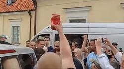 Białystok. Sok z Buraka dla Trzaskowskiego (Wideo) - miniaturka