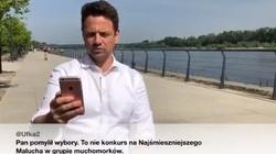 """Trzaskowski czyta 'wredne tweety"""". Hmmm... Gdzieś to już widzieliśmy! - miniaturka"""