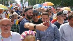 Homoseksualiści ,,dociskają'' Rafała Trzaskowskiego - miniaturka