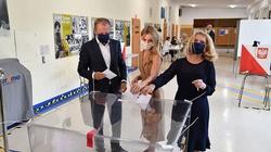 Internauci ostro o wpisie Tuska po wyborach: ,,Jest zła, skorumpowana i agresywna władza''  - miniaturka