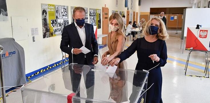 Internauci ostro o wpisie Tuska po wyborach: ,,Jest zła, skorumpowana i agresywna władza''  - zdjęcie