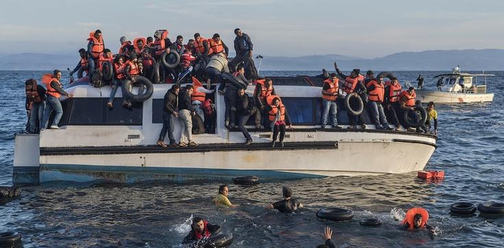 Joachim Brudziński: Unia prowadzi naiwną politykę wobec uchodźców - zdjęcie