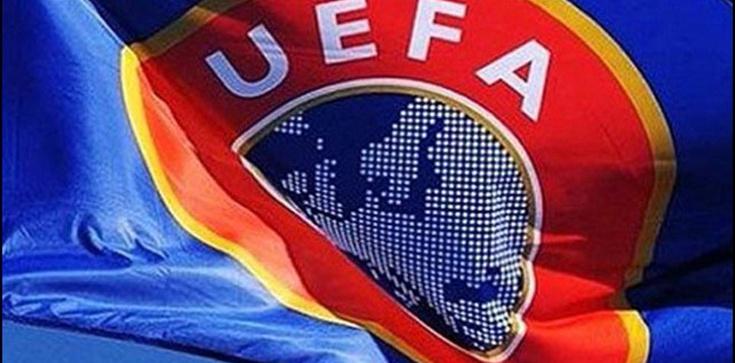 Policja w siedzibie UEFA i kłopoty nowego szefa FIFA - zdjęcie