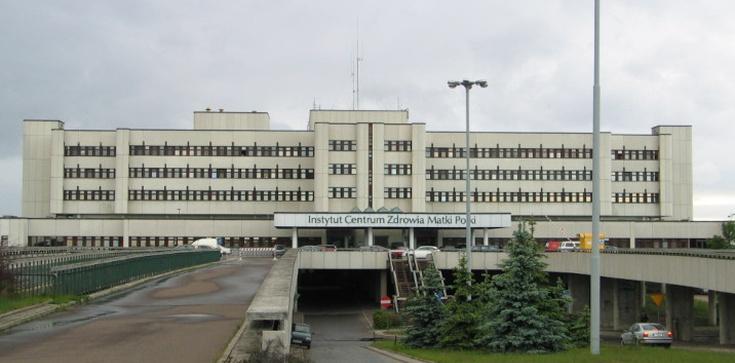 Ewakuacja Centrum Zdrowia Matki Polki w Łodzi. W szpitalu wybuchł pożar - zdjęcie
