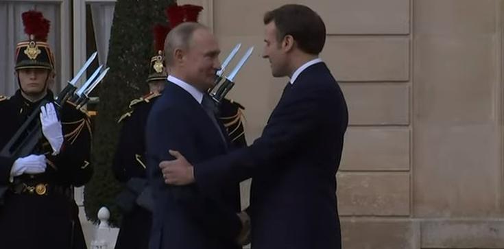Paryż: Putin przywitany z honorami. Okrzyki: 'zbrodniarz wojenny' - zdjęcie