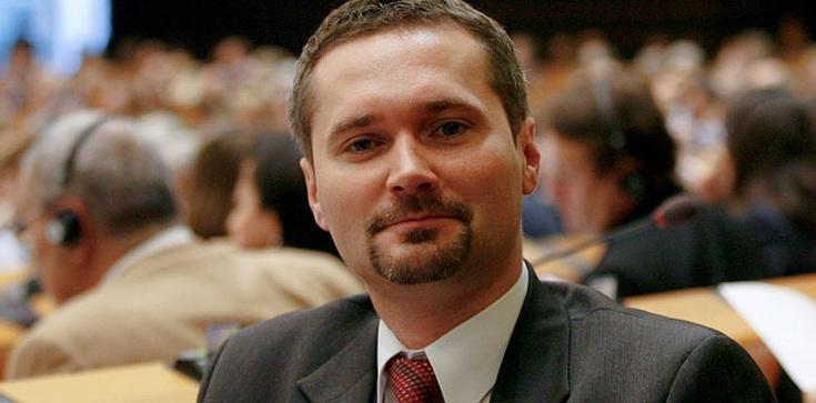 Donoszenie ma się w genach? Jarosław Wałęsa: Z wielkim bólem, ale poprę rezolucję przeciw Polsce! - zdjęcie