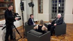 A Wałęsa jak gdyby nigdy nic... zwiedza świat za pieniądze wygrane w totka? - miniaturka