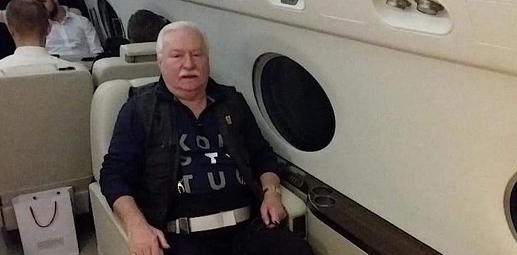 Wałęsa tłumaczy się z koszulki na pogrzebie Busha: W ich wierze pogrzeby są bardziej na wesoło - zdjęcie