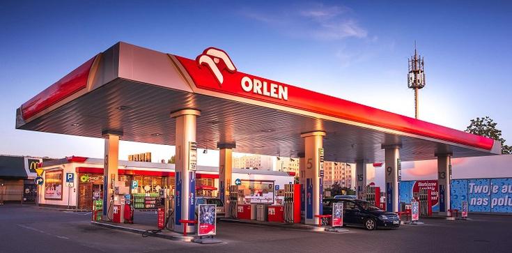 Orlen nie jest już najdroższą polską firmą. Został pokonany przez sieć hipermarketów - zdjęcie