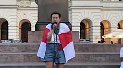 Białorusinka apeluje: ,,Pomóżcie nam! Koło domu moich rodziców zabijają ludzi!'' - miniaturka