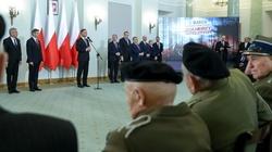 Prezydent wręczył odznaczenia. ,,Komuniści bali się Żołnierzy Niezłomnych'' - miniaturka