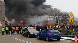 Ogromny pożar hali w Warszawie! Ewakuowano 100 osób - miniaturka