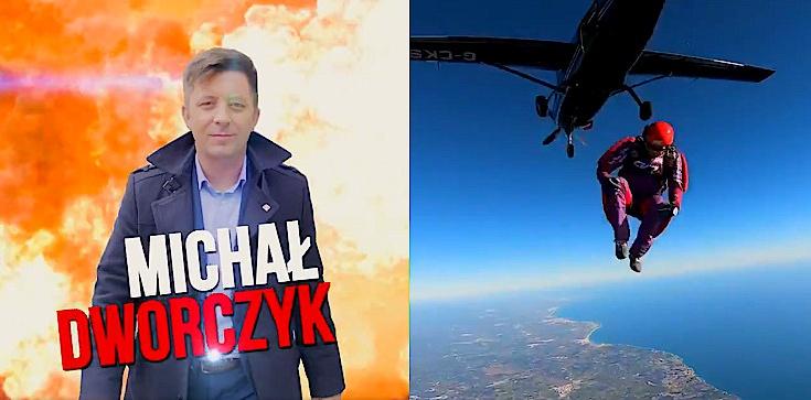 Co za spot! Michał Dworczyk skoczył z samolotu - zdjęcie