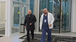 U głównego lekarza szpitala zakaźnego w Moskwie wykryto koronawirusa. Wcześniej spotkał się z Putinem - miniaturka