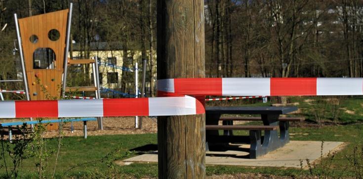Sondaż: Polacy chcą utrzymania ograniczeń za wszelką cenę - zdjęcie