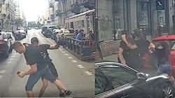 Szokująca agresja lewaków! Jest nagranie z ataku na kierowcę furgonetki 'Stop pedofilii'. 'Bojówkarze biegali z nożami' - miniaturka