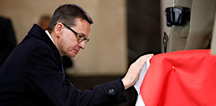 ,,Jego wola jest dla mnie drogowskazem''. Poruszający wpis premiera w rocznicę śmierci ojca - zdjęcie