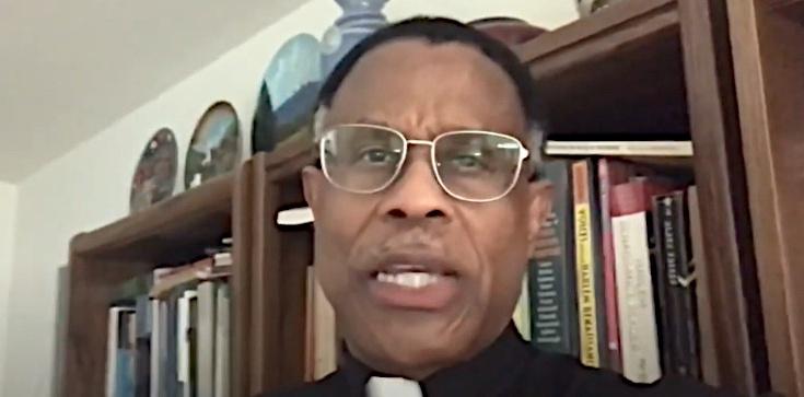 Zgroza! Katolicki ksiądz: pary homoseksualne wychowujące dzieci to ,,święte rodziny'' - zdjęcie