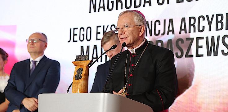 Abp Marek Jędraszewski laureatem Międzynarodowej Nagrody Instytutu Wacława Felczaka: Strażnik Wartości - zdjęcie