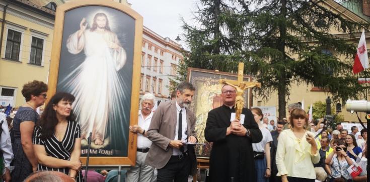 ,,Wzywamy biskupów i władze do stanowczego przeciwstawienia się antychrześcijańskiej rewolucji!'' - zdjęcie