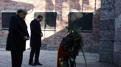 Premier Mateusz Morawiecki i Angela Merkel złożyli hołd ofiarom Auschwitz - miniaturka