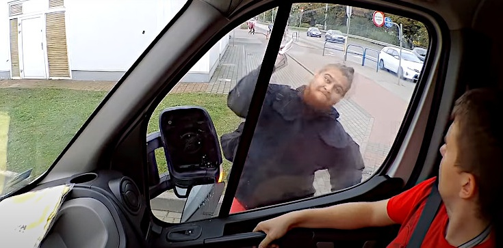 Kolejny atak na furgonetkę Fundacji Pro - Prawo do Życia! Szokujące nagranie [ZOBACZ] - zdjęcie