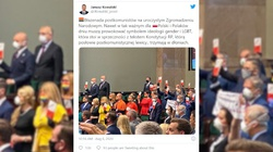 Tęczowe flagi, transparenty. Hucpa opozycji w trakcie zaprzysiężenia prezydenta. ,,Błazenada postkomunistów'' - miniaturka