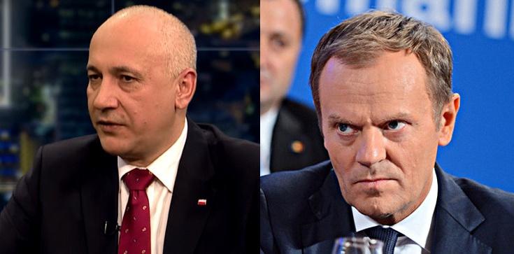 Tusk narzeka na poziom polityki. Brudziński: Mefistofeles mógłby p. Tuskowi buty czyścić - zdjęcie
