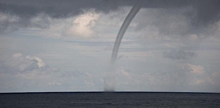 Wodne tornado nad Zatoką Gdańską! - zdjęcie
