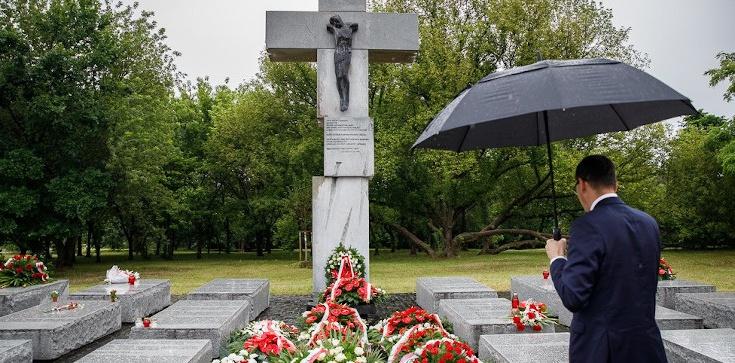 Rocznica krwawej niedzieli. Premier Morawiecki: Nie ma pojednania bez pamięci i prawdy - zdjęcie