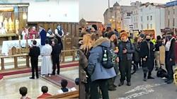 SKANDAL! Policji w UK przeszkadzało nabożeństwo, ale już lewacki protest - nie! - miniaturka
