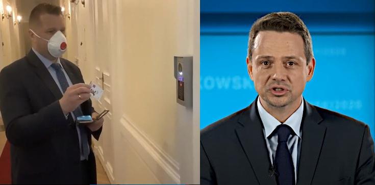 ,,Ratusz nie działa. Kampania wyborcza...''. Posłowie PiS chcieli rozmawiać z Trzaskowskim, zastali zamknięte drzwi - zdjęcie