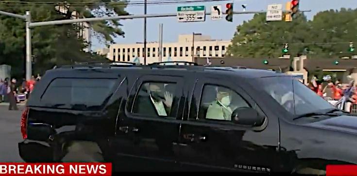 Nowe nagranie Trumpa. Pojawił się przed szpitalem - zdjęcie