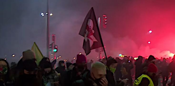 Protest przed TK. Policja wyprowadziła aborcjonistów siłą - zdjęcie
