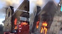 Kolejny kościół stanął w płomieniach! Tym razem w USA - miniaturka