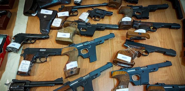 Cela plus: Potężne uderzenie CBŚP w nielegalny handel bronią. Przejęto niemal 300 sztuk i zatrzymano 7 osób - zdjęcie