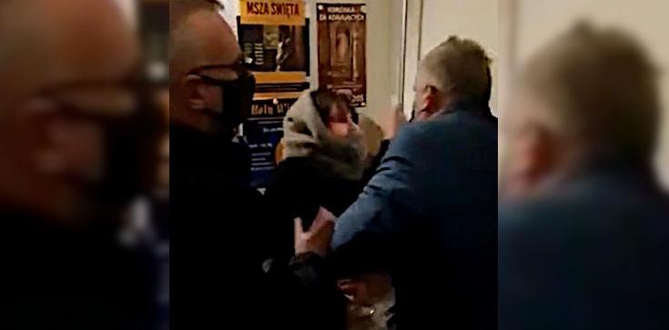 Gdańsk: Aborcjonistki wtargnęły do kościoła. Jedna z nich wyjęła nóż - zdjęcie