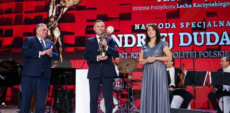 Prezydent Andrzej Duda uhonorowany Nagrodą Prometejską im. Prezydenta Lecha Kaczyńskiego - zdjęcie