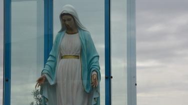 Matka Boża z Trevignano Romano zapłakała krwawymi łzami! - miniaturka