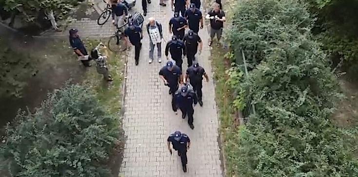 Policja wkroczyła do siedziby KRS. Usuwa ,,Obywateli RP'' - zdjęcie