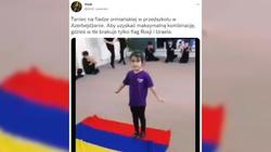 [WIDEO] Przerażająca indoktrynacja w azerskim przedszkolu. Dziewczynka profanuje ormiańską flagę - miniaturka