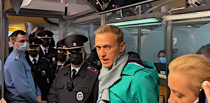 PILNE! Nawalny zatrzymany na moskiewskim lotnisku - zdjęcie