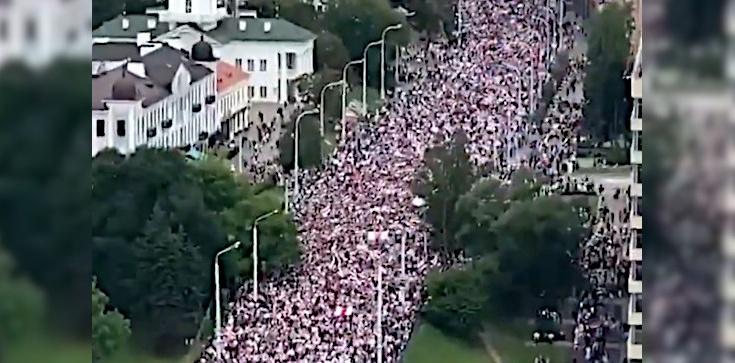 Białorusini wyszli znów na ulice Mińska. Ponad 100 tys. protestujących! - zdjęcie