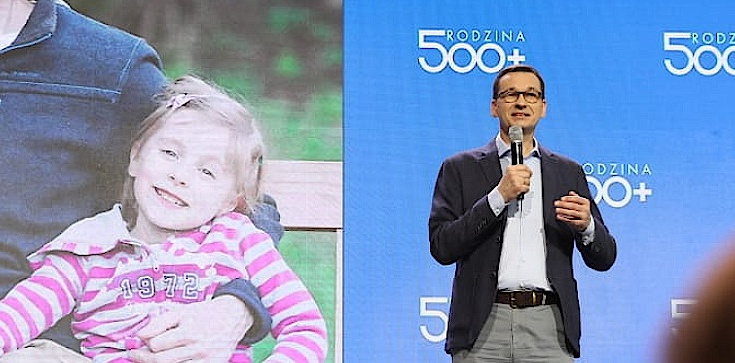 Trzecie urodziny ,,500 Plus''. Premier: Nie zrezygnujemy z tego programu! Budujemy państwo z sercem - zdjęcie