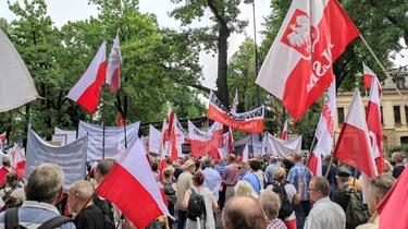 [NA ŻYWO] Polacy stają w obronie polskiej suwerenności! #PoStroniePolski - miniaturka